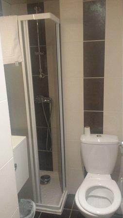 Hotel La Coupole: Bathroom