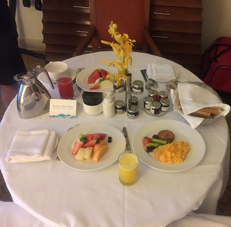 Atlantis, The Palm: Free room service when you leave early in the morning