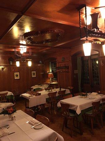 Winzerstube zum Becher: Arrière salle du restaurant