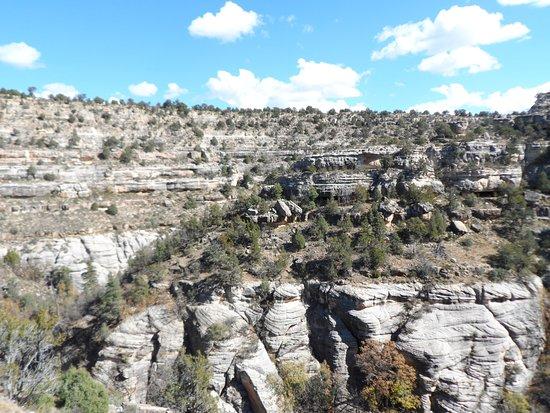 Walnut Canyon National Monument : beautiful canyon