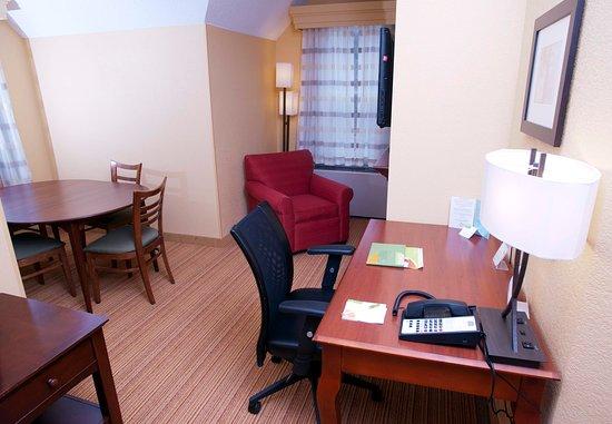 มิดเดิลเบอรี, เวอร์มอนต์: King Suite Living & Dining Room