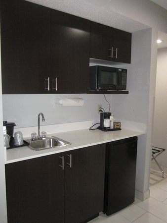 Quality Suites: Wet Bar With Microwave And Refrigerator