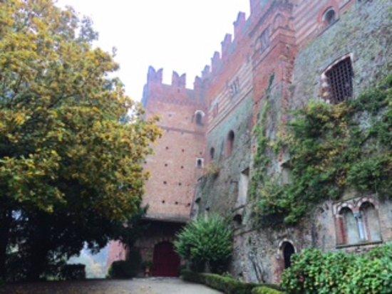 Castello di Camino: Arrivo all'ingresso