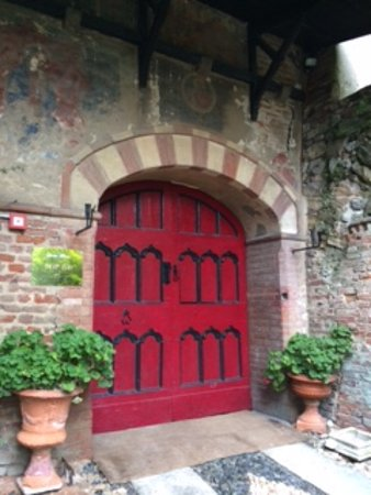 Castello di Camino: Porta di ingresso