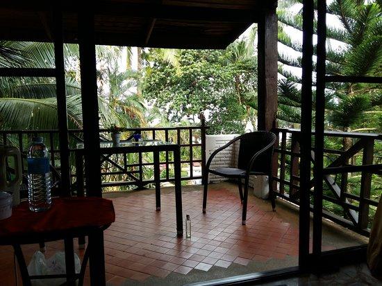 Koh Chang Cliff Beach Resort: балкон