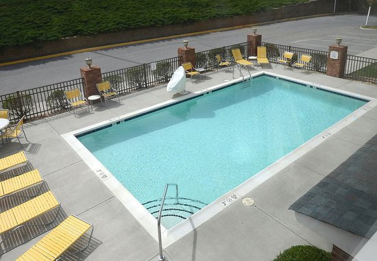 Fairfield Inn & Suites Roanoke North: Outdoor Pool