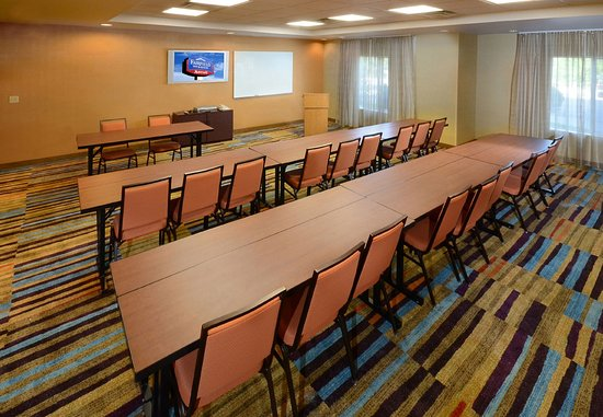 Fairfield Inn & Suites Roanoke North: Hollins Room – Classroom Setup