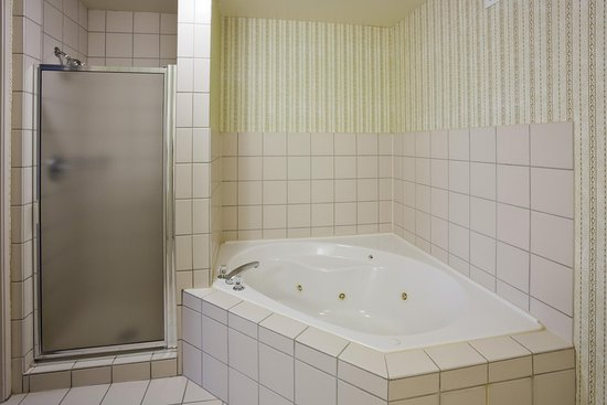 Shoreview, MN: Whirlpool Bath