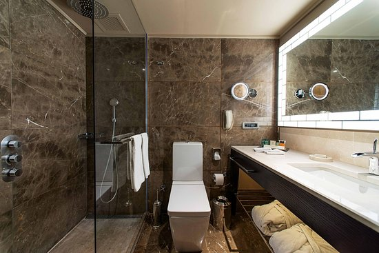 Ankara Hilton SA: Executive Floor Bathroom