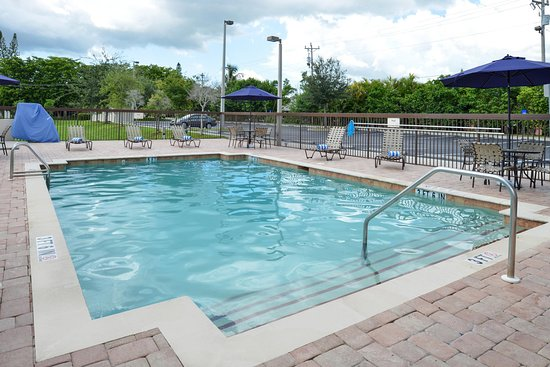 Hampton Inn & Suites Cape Coral/Fort Myers Area: Outdoor Pool1
