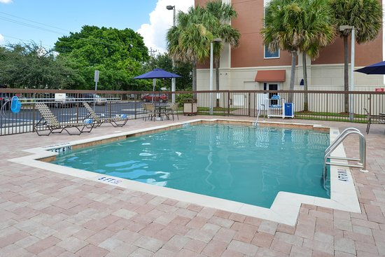 Hampton Inn & Suites Cape Coral/Fort Myers Area: Outdoor Pool2