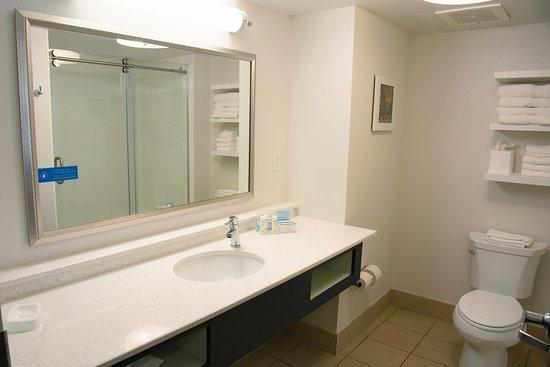Charleston, Wirginia Zachodnia: Newly Remodeled Bathrooms