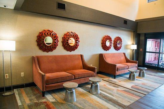 Charleston, Wirginia Zachodnia: Lobby seating