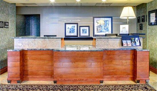 هامبتون إن آند سويتس جرينفيل ريفربليس: Reception Desk
