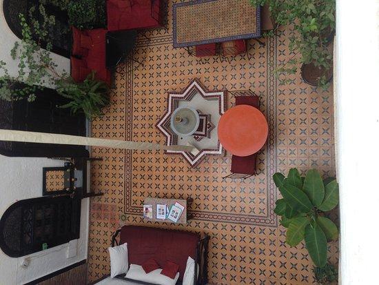 Riad Jomana: Dit is de binnenplaats waar alle kamers op uitkijken.