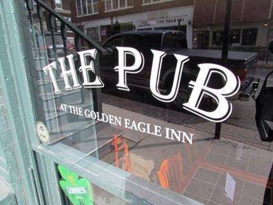 Bedford, Pensilvania: Over Night Guests and Locals alike love meeting in our Pub!