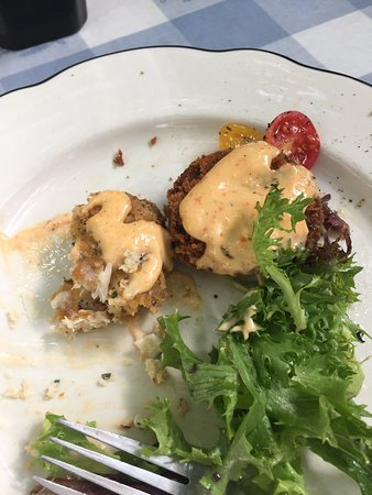 Upper Lake, CA: Crab cakes (yum)