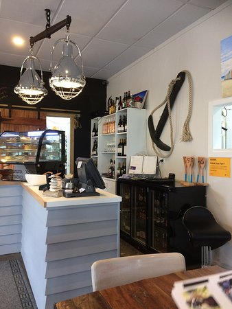 Whangamata, New Zealand: Cool cafe by the beach