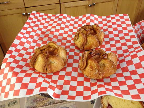 Port Stanley, Canada: And more yummy apple flaky pastries