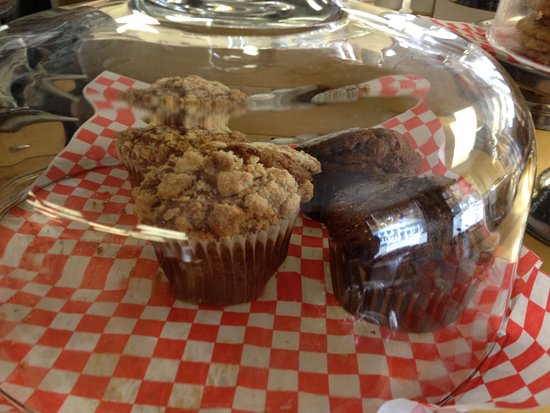 Port Stanley, Canada: Muffins uner glass.
