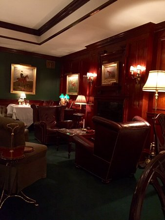 The Terrace at The Charlotte Inn: Green room intimate dining