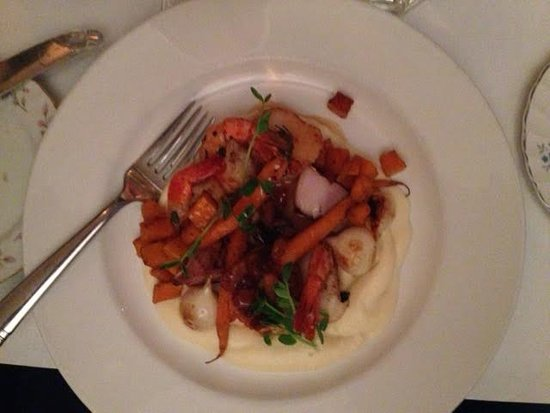 Port Stanley, Canada: Tender shrimp and scallops with caramalized vegetables and a delcious creamy sauce.