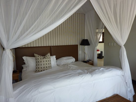 Londolozi Private Game Reserve, South Africa: Bedroom- very comfortable bed