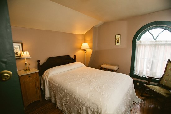 Golden Eagle Inn: Salmon's Garret is our smallest room on the third floor (but also one of our most popular)!