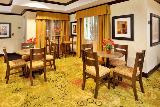 Anderson, Güney Carolina: Holiday Inn Express & Suites serves guests hot breakfast daily
