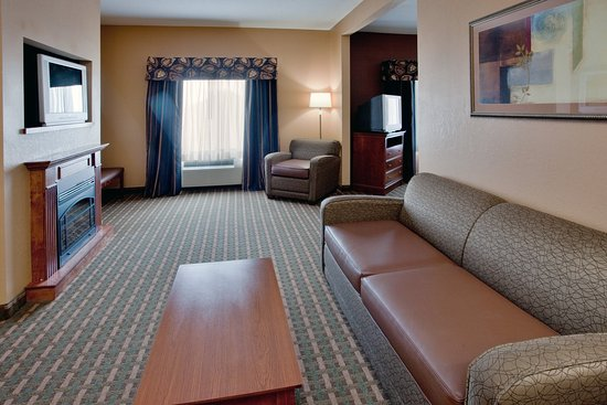 Holiday Inn Express Hotel & Suites Suffolk: Suite