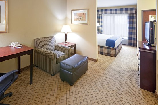 Round Rock, TX: King Bed Guest Room