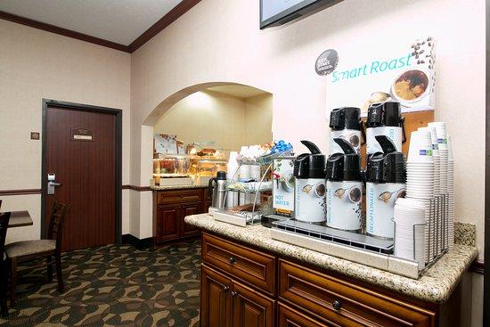 Sycamore, IL: Breakfast Area