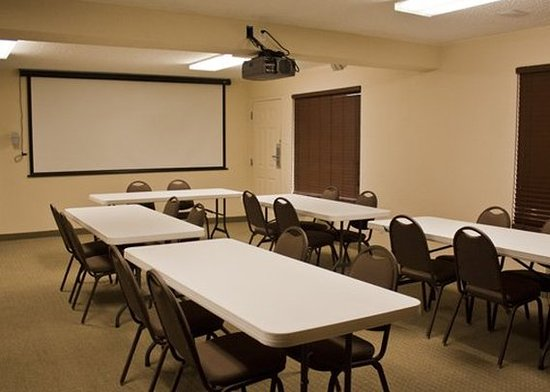 Quality Inn & Suites Airport: Meeting Room
