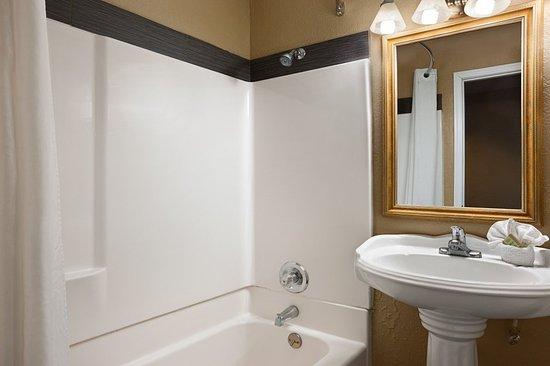 Super 8 Conference Center NAU/Downtown: Bathroom