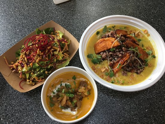 Tivoli, Estado de Nueva York: Curry bowl, salad and winter squash soup