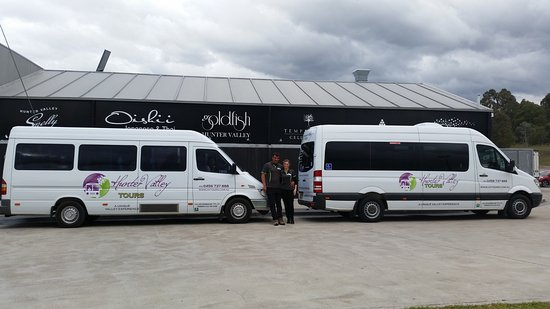 Cessnock, Australia: Brett and Julie with the HVTours buses