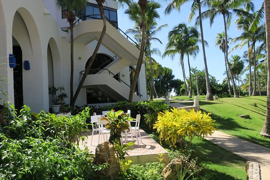 Melia Las Americas: Hotel grounds