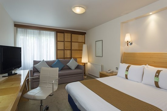 Crick, UK: Comfortable One Double Nonsmoking Executive Room with Sofa Bed
