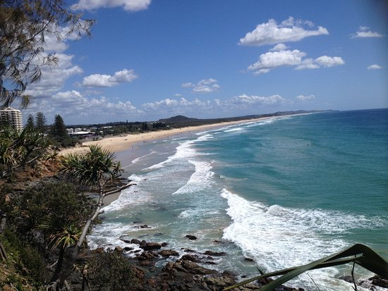 Coolum Beach, Australia: Looking north from the lookout at the end of the boardwalk
