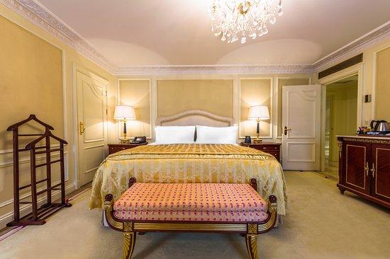 The Bentley London : Harrington Suite Bedroom
