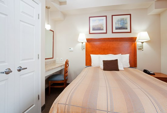 The Norcliffe Hotel: One Bedroom Suite Queen Size Bed