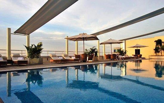 Taj Club House: Pool