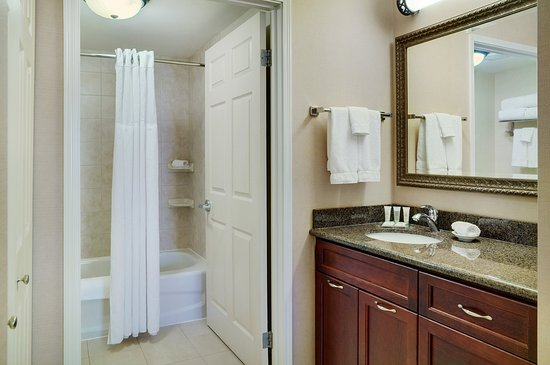 Staybridge Suites Oakville: Guest Bathroom