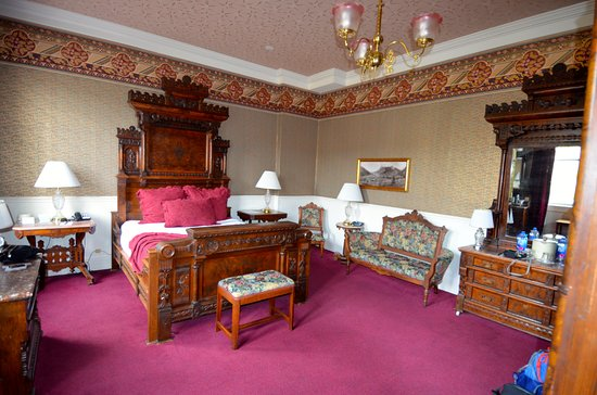 Strater Hotel: Our deluxe king room. Wonderful!