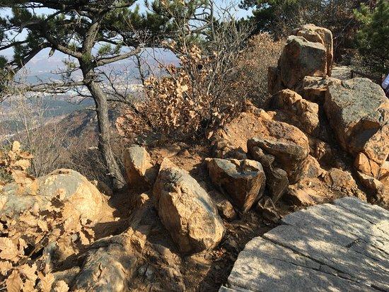 Anshan Qianshan Buddha: between the peaks of the road