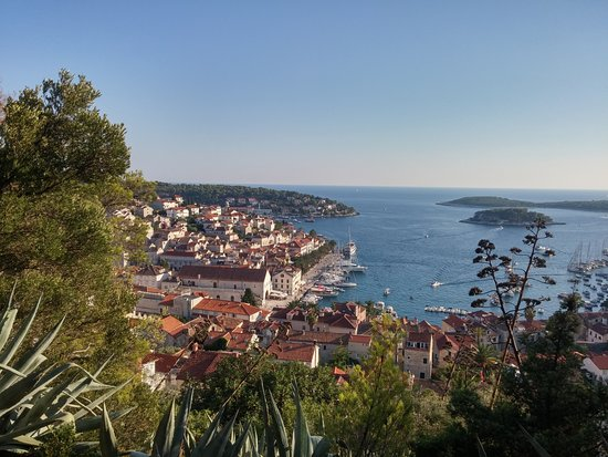 Fästningen i Hvar: View from the steep walk up to the fortress.