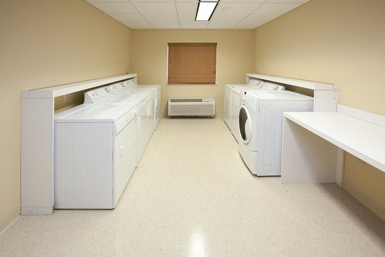 Candlewood Suites Indianapolis East: Laundry Facility