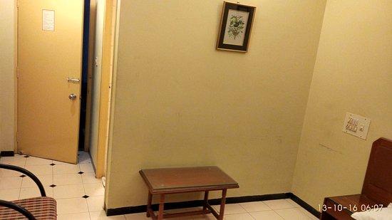 Bombay Tiffanys Hotel : Entrance to Room