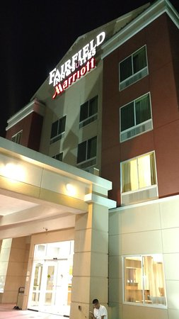 Fairfield Inn & Suites Oklahoma City NW Expressway/Warr Acres: Entrance to Hotel