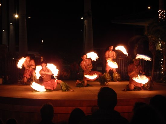 The Shops At Mauna Lani : Dancers